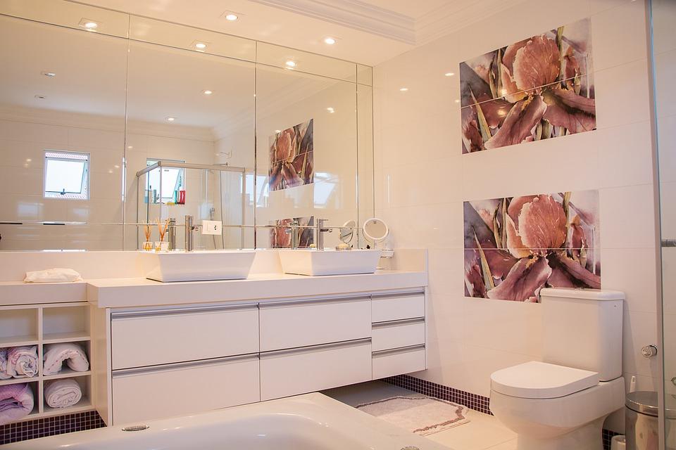 Rahmen und rahmenlose Badezimmerspiegel